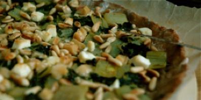 tarte aux côtes de bette, feta, pignons