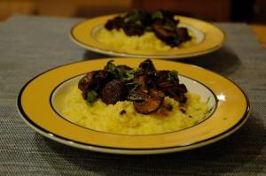 Polenta crémeuse et champignons rôtis