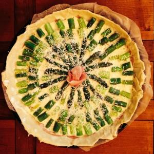 Tarte aux asperges, ricotta et jambon de parme