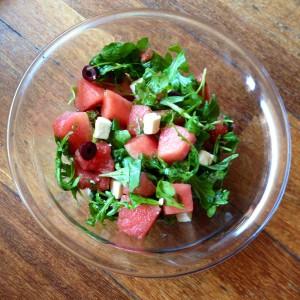 Salade de pastèque, rucola, feta et olives noires